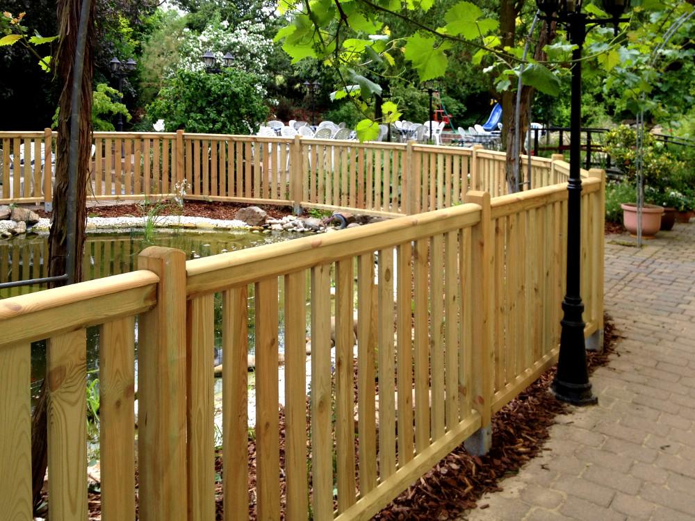 zaunfelder aus holz die schonsten einrichtungsideen With französischer balkon mit gartenzaun tür holz selber bauen